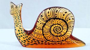 PALATNIK – Escultura cinética representando caramujo em resina de poliéster de manufatura Abraham Palatnik. Medindo 7 cm de altura por 12 cm de comprimento.