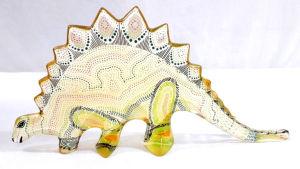 PALATNIK  Escultura cinética representando dinossauro em resina de poliéster de manufatura Abraham Palatnik. Medindo 14 cm de altura por 29 cm de comprimento.