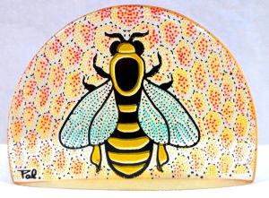 PALATNIK  Escultura cinética representando abelha em resina de poliéster de manufatura Abraham Palatnik. Medindo 7 cm de altura por 10 cm de comprimento.