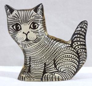 PALATNIK – Escultura cinética representando gato em resina de poliéster de manufatura Abraham Palatnik. Medindo 9 cm de altura por 9,5 cm de comprimento.